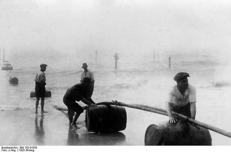 Abbildung 4: Verlegung des ersten Unterseekabels in New York, welches die Ostküste mit Süd-Europa verband, Bundesarchiv