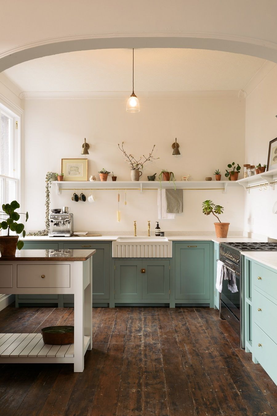 a-delightfully-simple-kitchen-in-an-edwardian-villa-that-evokes-a-different-era-8