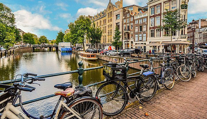 69550_fullimage_fietsen-amsterdam_1360x.jpg