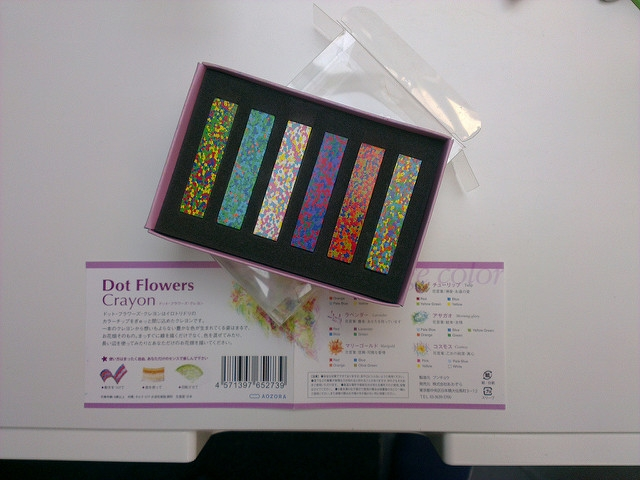 Dot Flowers Crayon