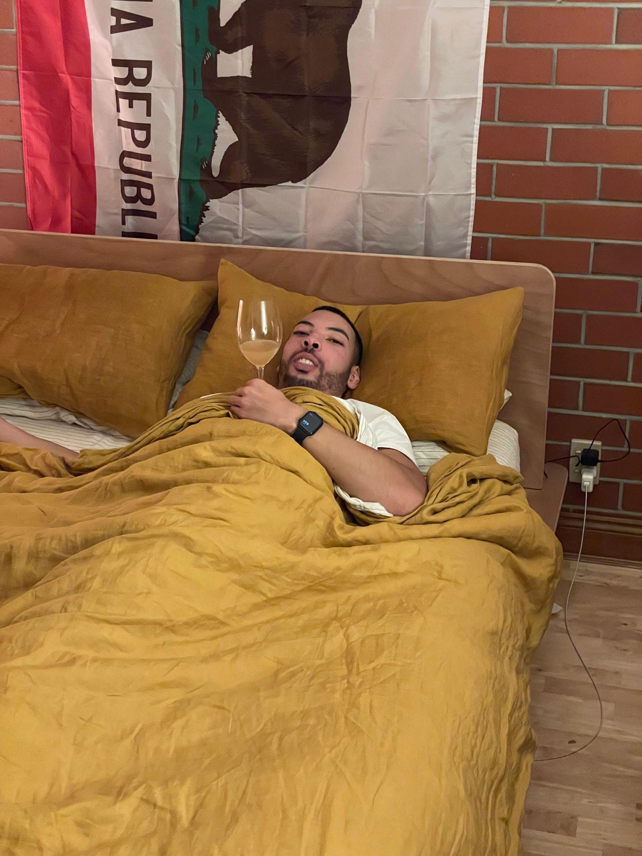 pet nat in bed