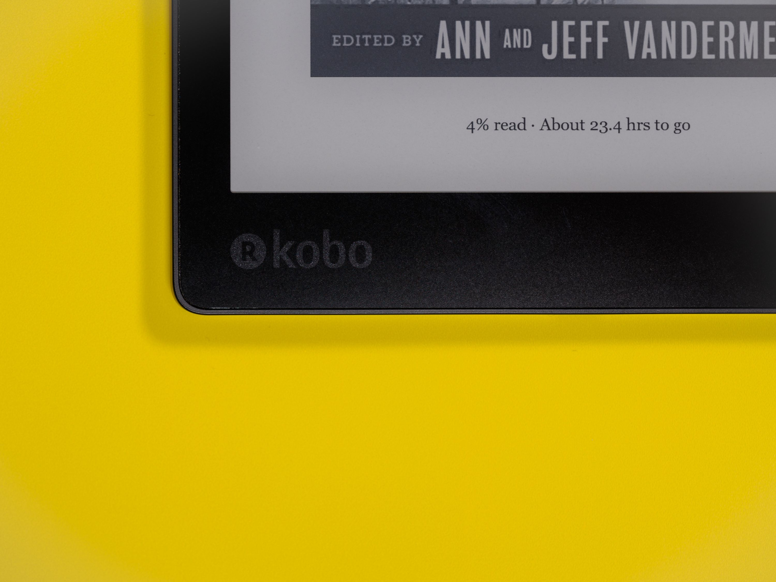 The Aura One, like all Kobo devices, displays your reading progress and book/article cover on the screen while it's asleep. Such a convenient, helpful affordance…looking at you here, Amazon.