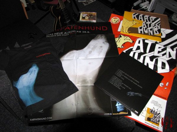 Records, posters and t-shirts of the Köln band Karpatenhund.