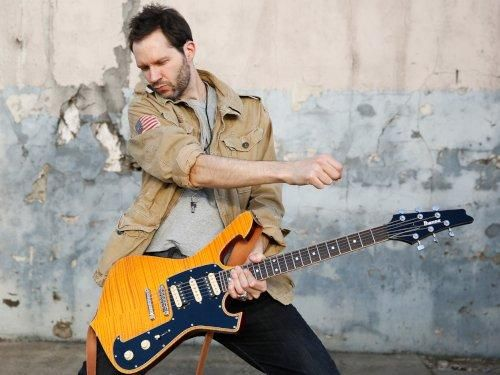 Paul Gilbert in a suitably rocktastic pose.