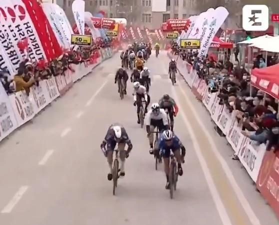 A poor quality screenshot of a video of Mark Cavendish winning said race.
