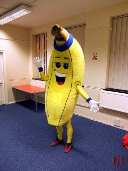 A man dressed in a banana costume before going to teach a dance class, as you do.
