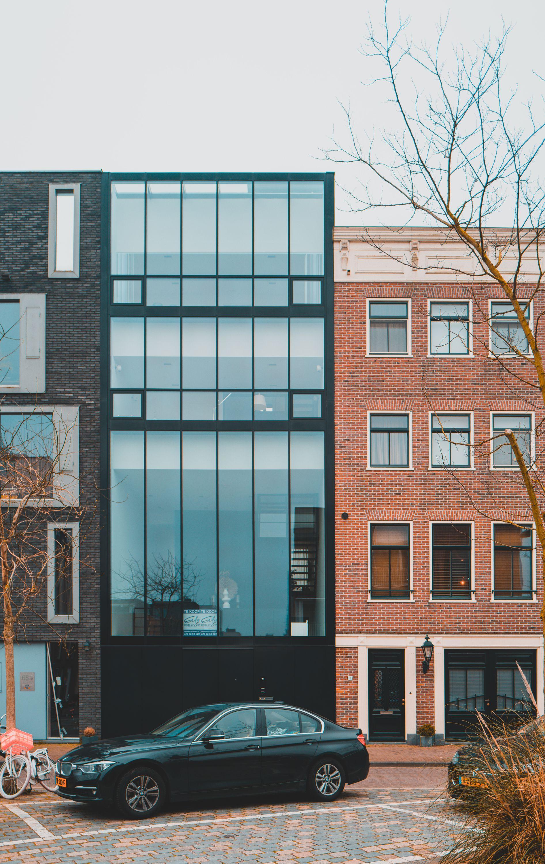 black glass huis te koop