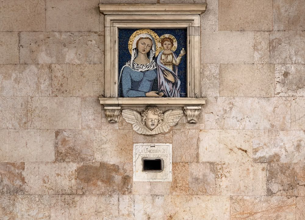 A mural of Mary and Baby Jesus