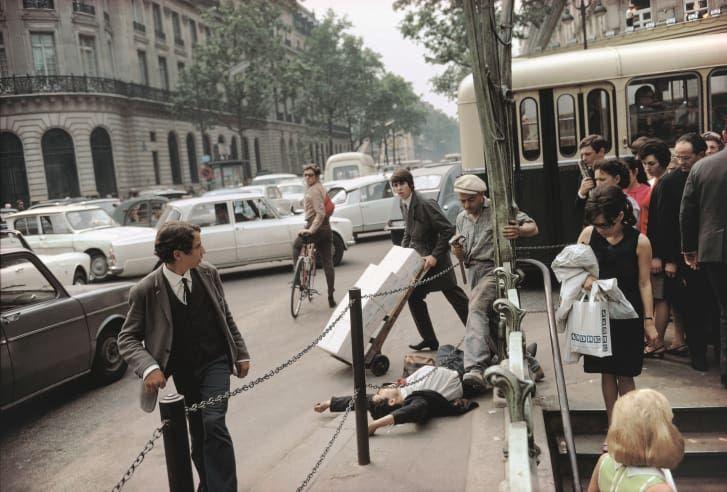 http—cdn.cnn.com-cnnnext-dam-assets-180102115615-joel-meyerowitz-14-paris-france-1967