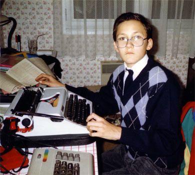 L'auteur, jeune, se prenant déjà pour un auteur.