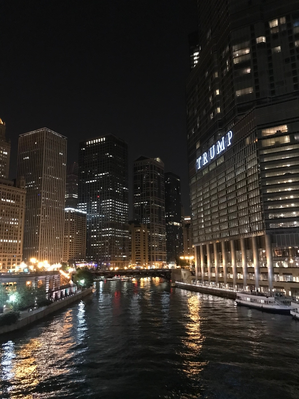 Chicago river at 1am