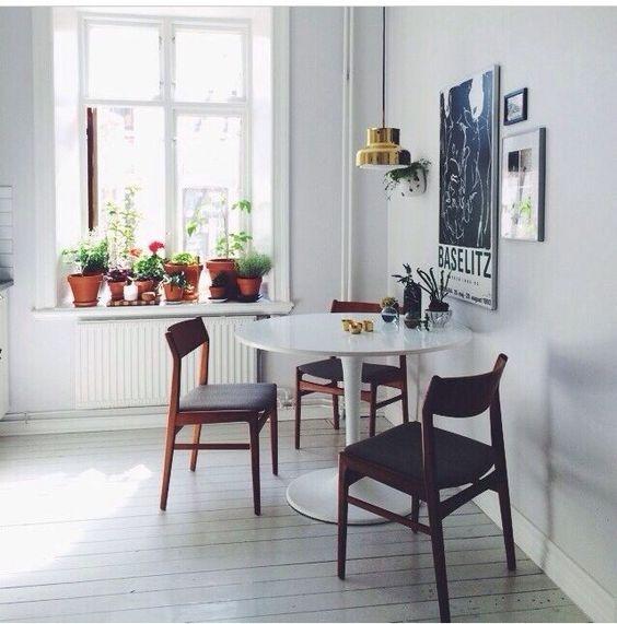 [kitchen] circle table [plants]