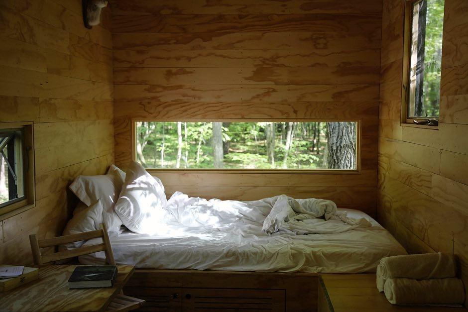 [bedroom] [wood]