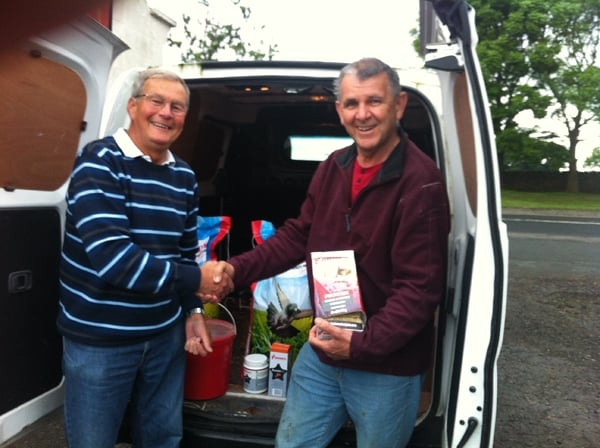 John Best receiving the Vanrobaeys sponsorship for the Messac race from Bob McKie