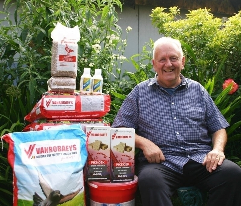Jeff Walton with some of his Vanrobaeys sponsorship for the Messac & Ancenis races