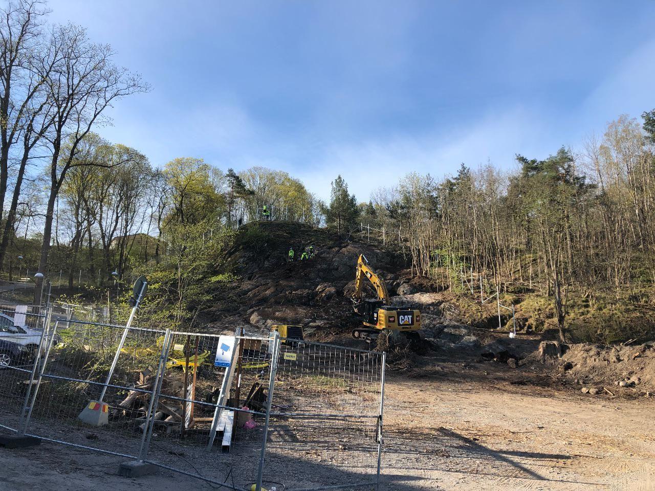 Markarbetena för nya tunnelbanan till Nacka är igång vid Årstaskogen.
